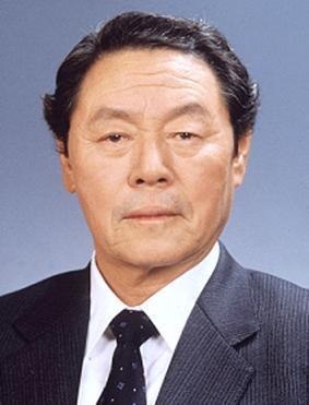 農心集團創辦人辛春浩與另一大集團「樂天集團」的會長辛格浩為兄弟,2人掌握日韓食品動脈。(翻攝自namuwiki)