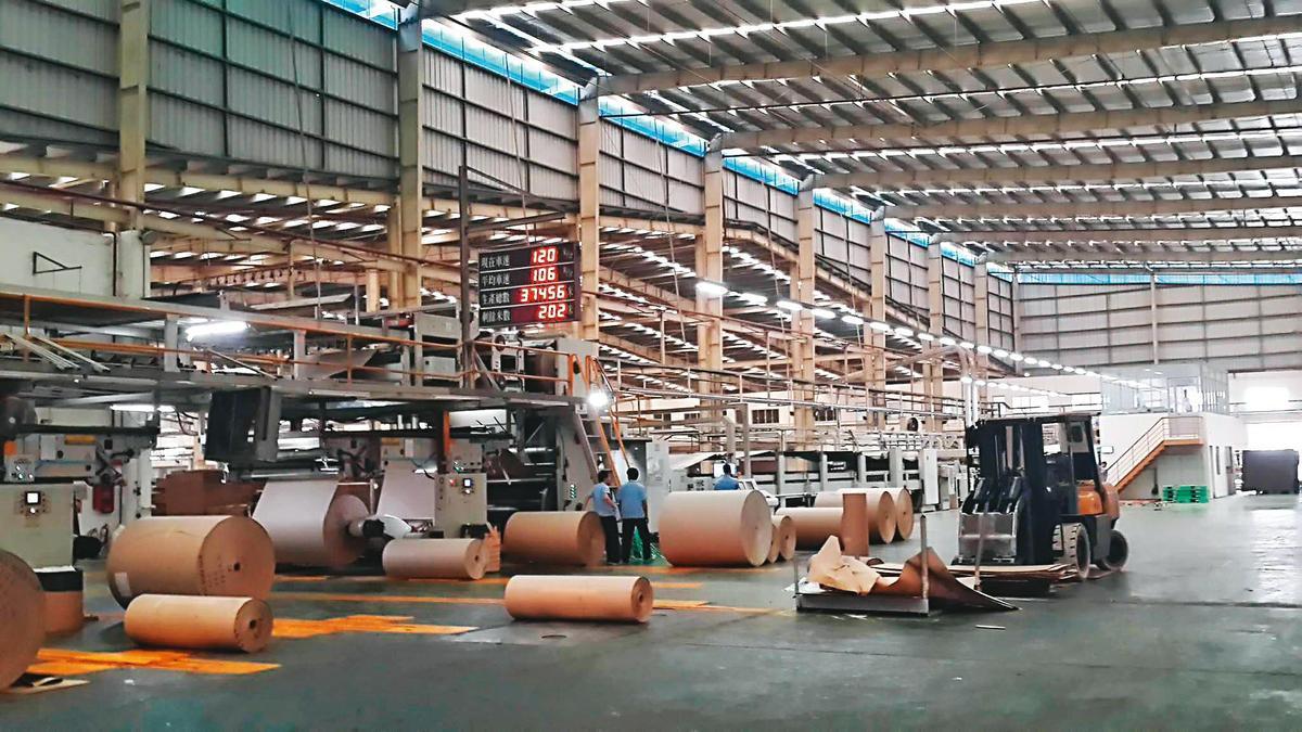 台紙在越南投資多座紙廠,隨著當地經濟起飛,公司市值也跟著水漲船高。(翻攝越南平陽省台灣商會臉書)