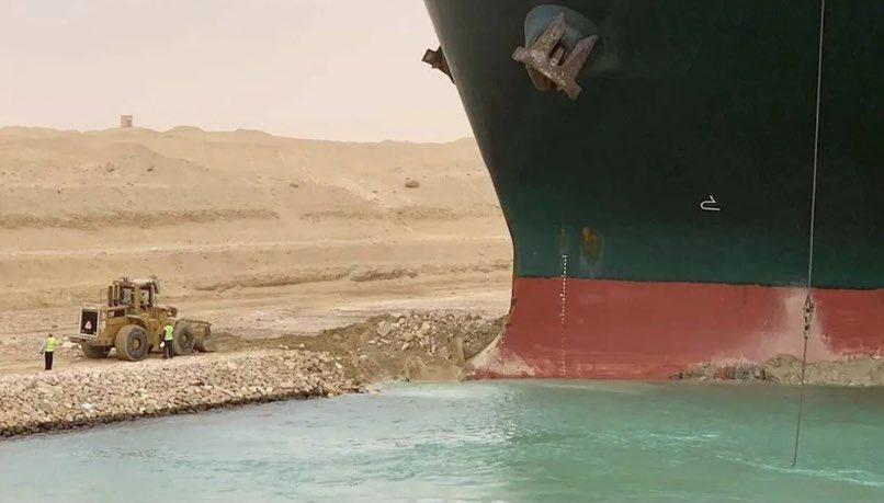 暱稱為「蘇伊士運河挖土仔」分享他的工作紀錄,笑翻許多網友。(翻攝自推特@SuezDiggerGuy)