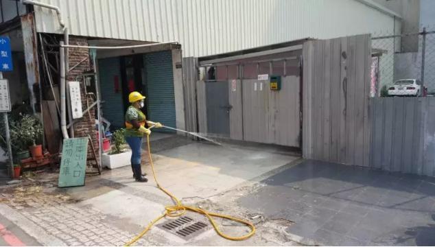 台中市環保局前往消毒,讓鄰居鬆了一口氣。(台中市環保局提供)