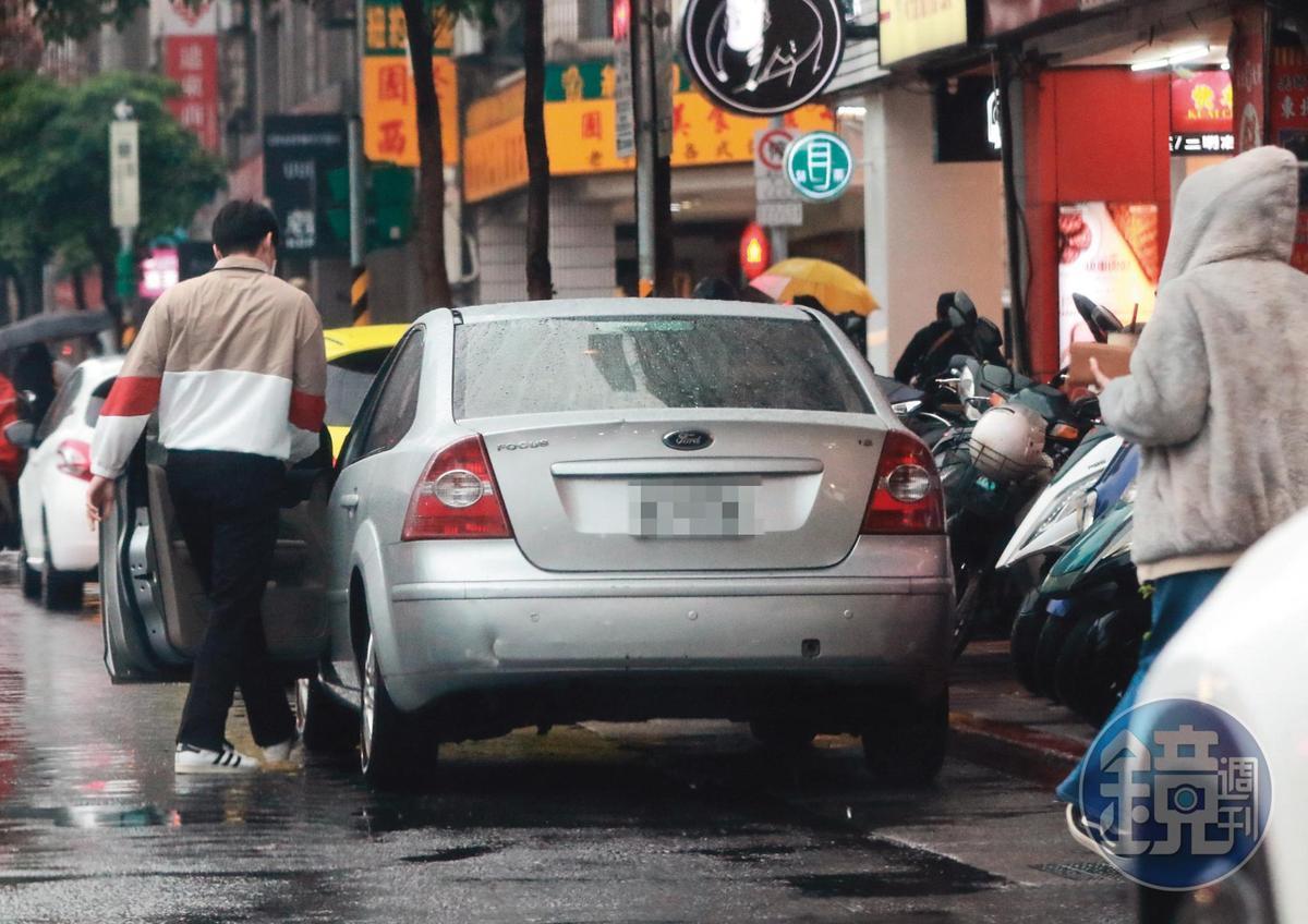 3月22日16:30 由藍恭唯開車,兩人在路邊一陣親暱後,就這樣前往摩鐵。