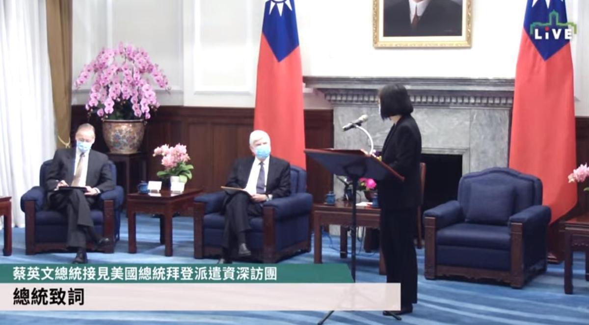 蔡英文提及,近期中國頻繁派遣軍艦在台海活動威脅區域和平穩定,台灣願意與美國等國家共同守護印太區域的和平與穩定。(翻攝自總統府YouTube頻道/總統府提供)