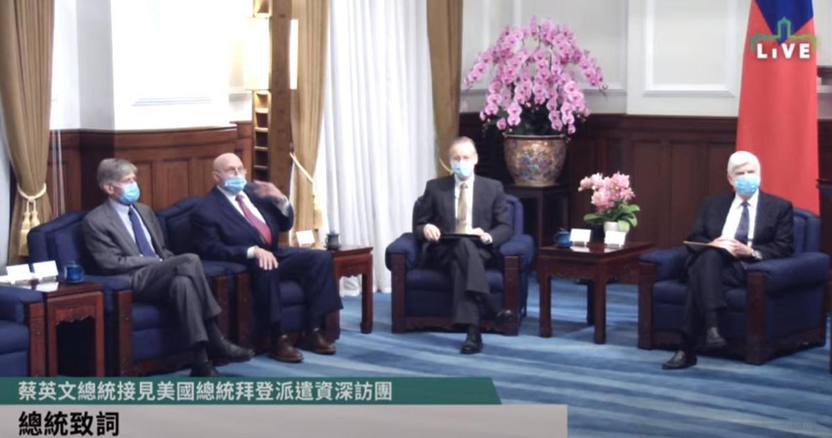 美國在台協會處長酈英傑(右二)也列席。(翻攝自總統府YouTube頻道/總統府提供)