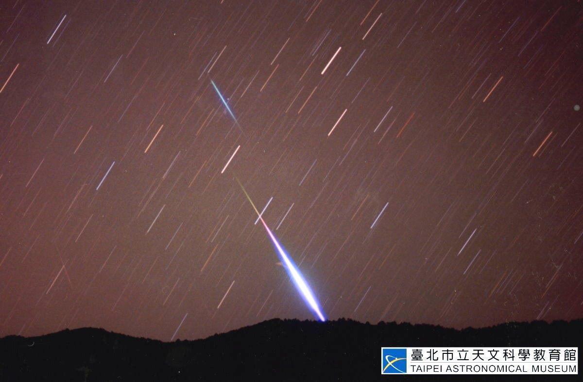 4月還有另一場火熱天象,以「火流星」著稱的天琴座流星雨將在本月22日前後達到極大期。(台北天文館提供)