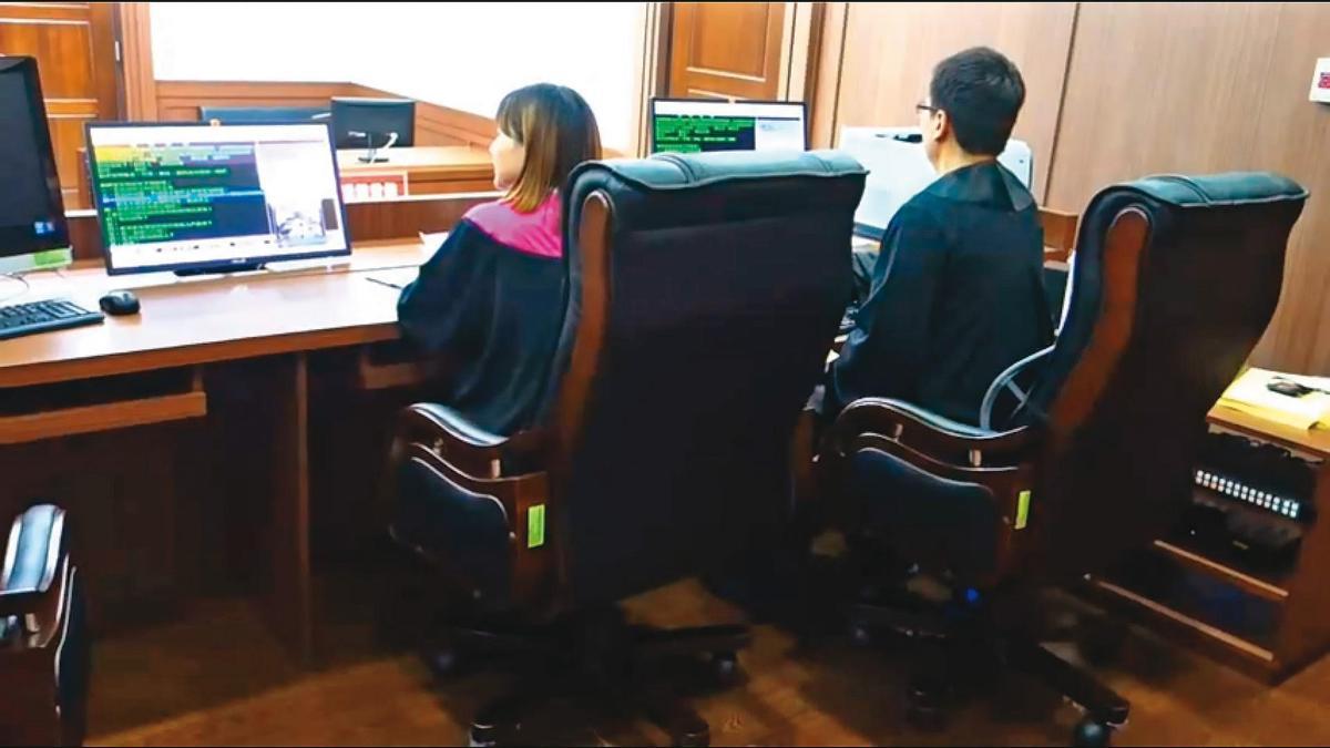 檢察官開庭都需填辦案進行單,行政人員再依進行單排出偵查庭供其使用,二者一比對就知道是否如實開庭。(翻攝自法務部 Youtube)