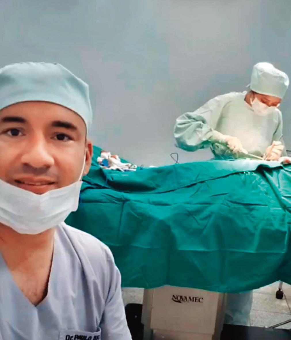 Liz老公(左)是技術高強的外科醫師,在醫學方面幫助Liz(右)很多。(翻攝自Li Yu Yang-Emy臉書)