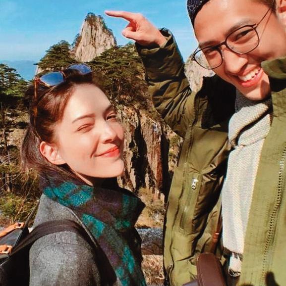 過往許瑋甯(左)成為人妻,雖然嘴巴不明說,但照片看得出幸福模樣。(翻攝自許瑋甯IG)