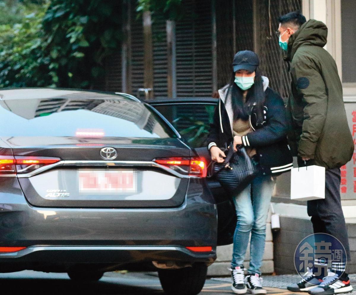當初劉又年(右)常出現在許瑋甯的豪宅,也難怪婚變之後,許瑋甯難以待在自家。
