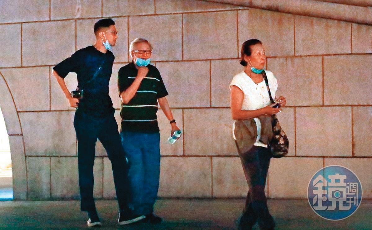 許瑋甯之前演出,劉又年(左)還與他的爸媽前去捧場,如今此情此景已不復見。劉媽媽(右)是息影多年的女星李湘。
