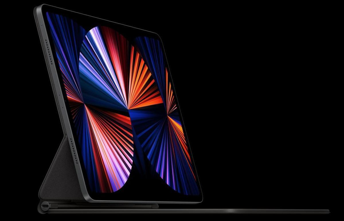 iPad Pro配上巧控鍵盤後形同一台筆電。(翻攝自蘋果官網)
