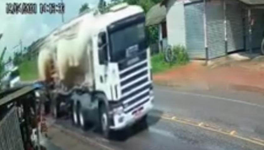 巴西日前發生一起死亡車禍,造成一家5口命喪輪下的悲劇。(翻攝自YouTube)