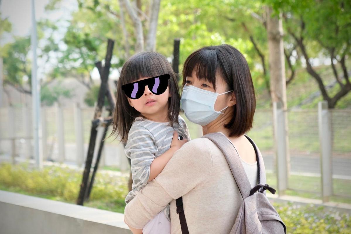 洪慈庸希望女兒20歲時,能擁有更好且友善的社會。(翻攝自洪慈庸臉書)