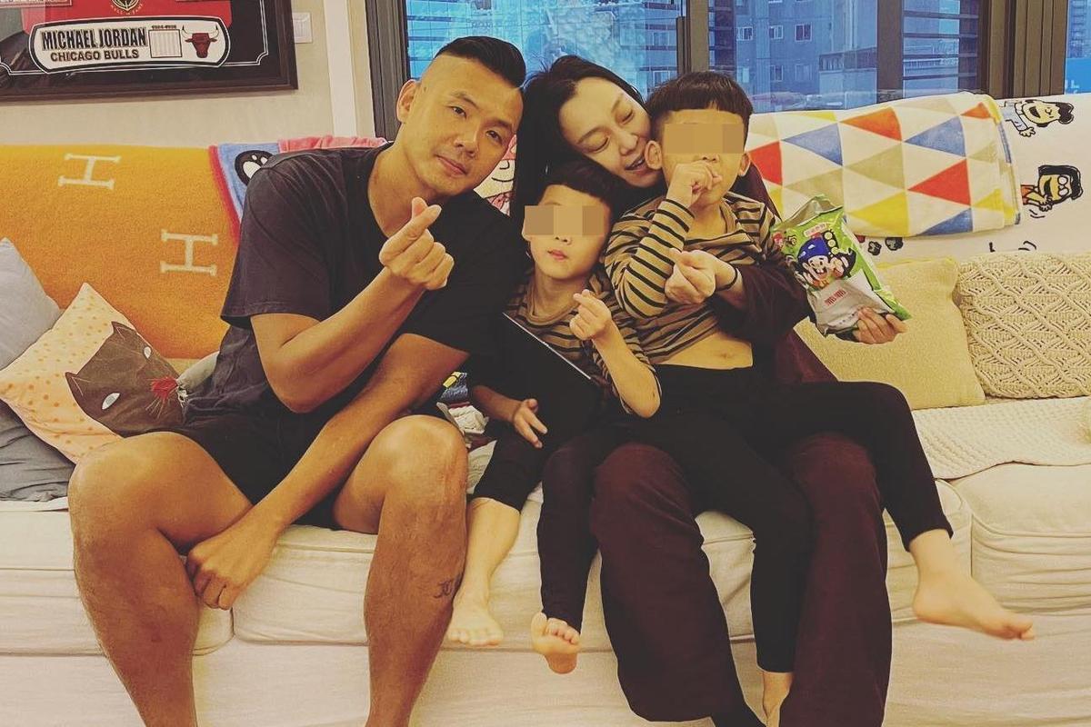 陳建州透露妻子范瑋琪目前就讀碩士班,學習長達1學期的時尚課程,夫妻倆生活重心都在雙胞胎兒子身上。(翻攝自范瑋琪臉書)