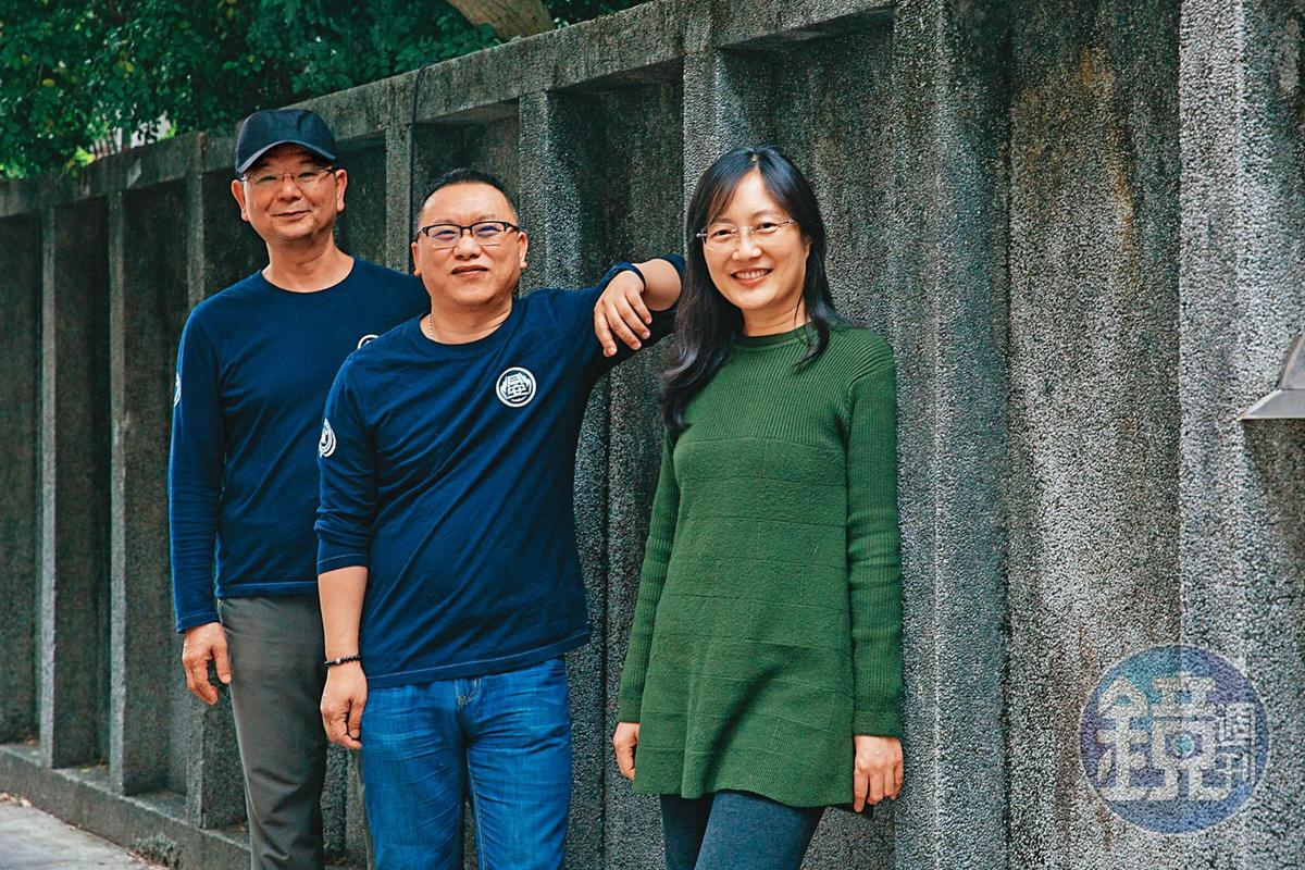 製作人李志薔(左)與導演蔡銀娟(右),力邀湯昇榮(中)加入《火神》擔任劇本顧問及製作人。