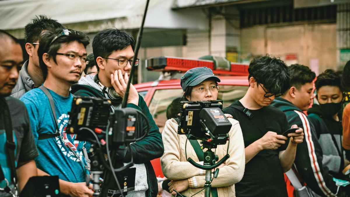 劇組在台北市臥龍街封街3天拍攝民宅火災,現場出動超過200人。(公視、myVideo提供)