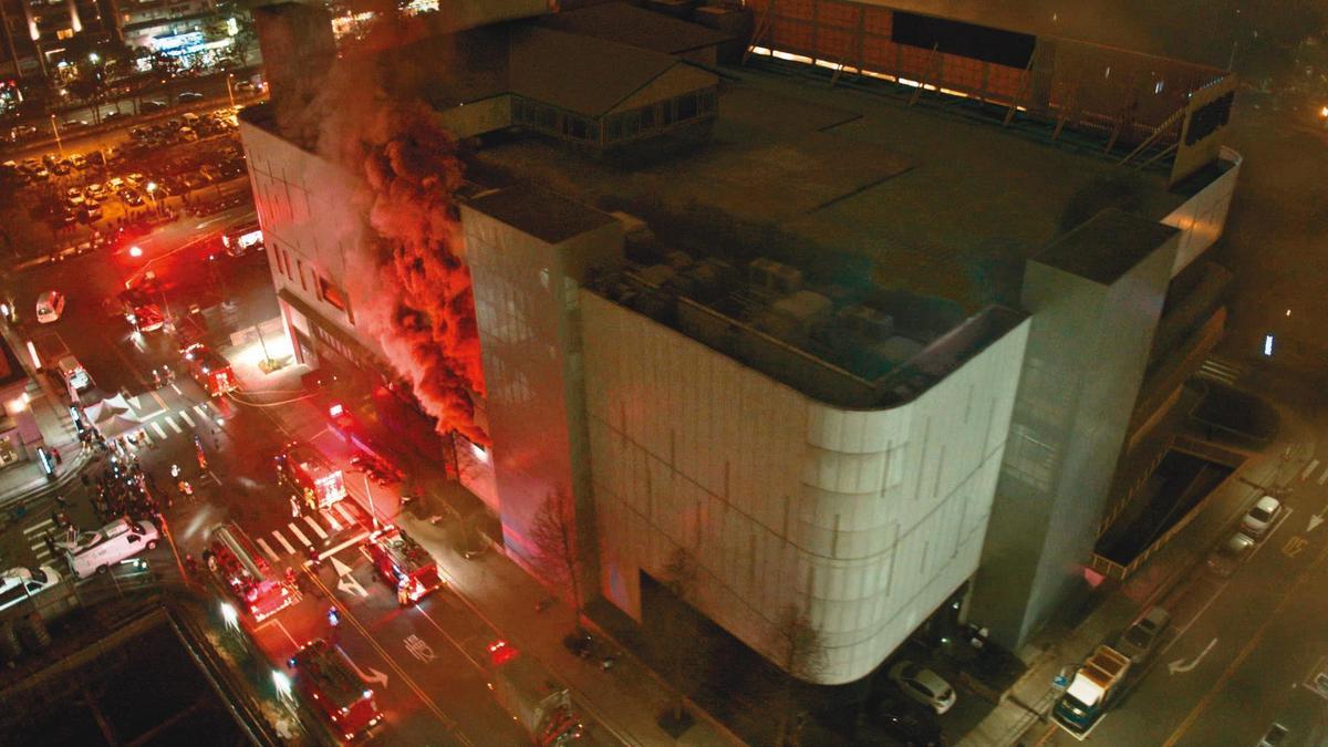 《火神》利用後製特效製作3層樓火警的大場面。(公視、myVideo提供)