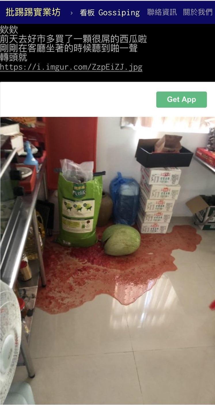 網友聽到啪一聲,好市多買的西瓜竟無預警自爆「血流成河」。(翻攝PTT)