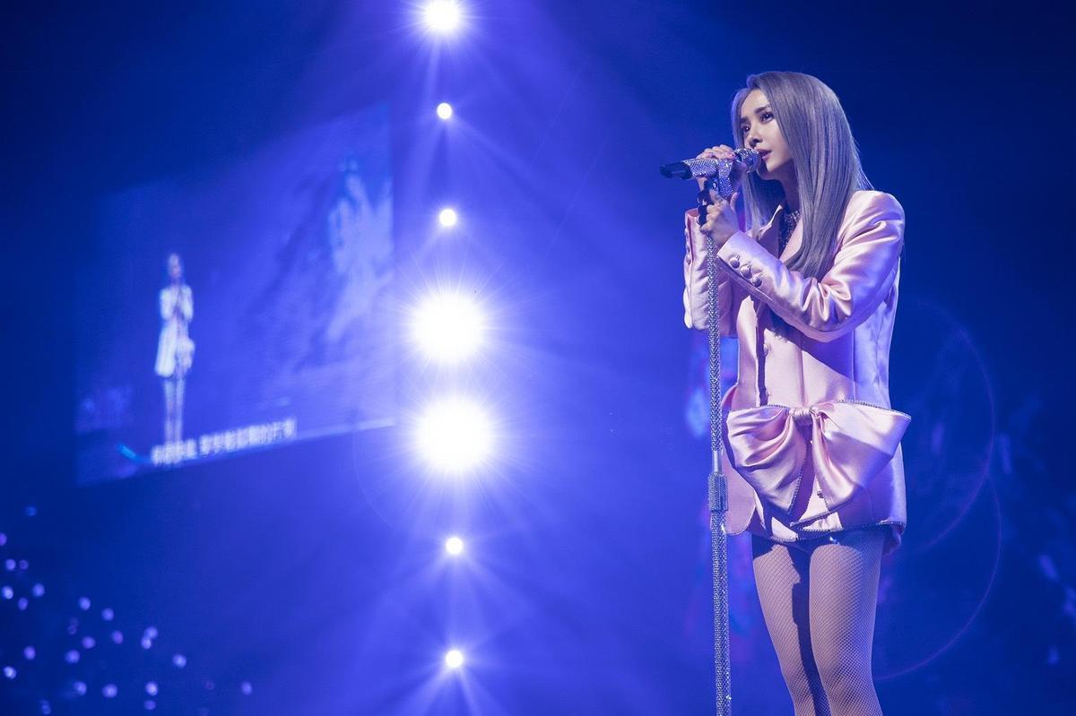 《Jolin Ugly Beauty巡迴台北加演場》今晚舉行第四場,蔡依林除了熱歌勁舞外,也演唱不少抒情歌曲以饗粉絲。(凌時差/東風衛星提供)