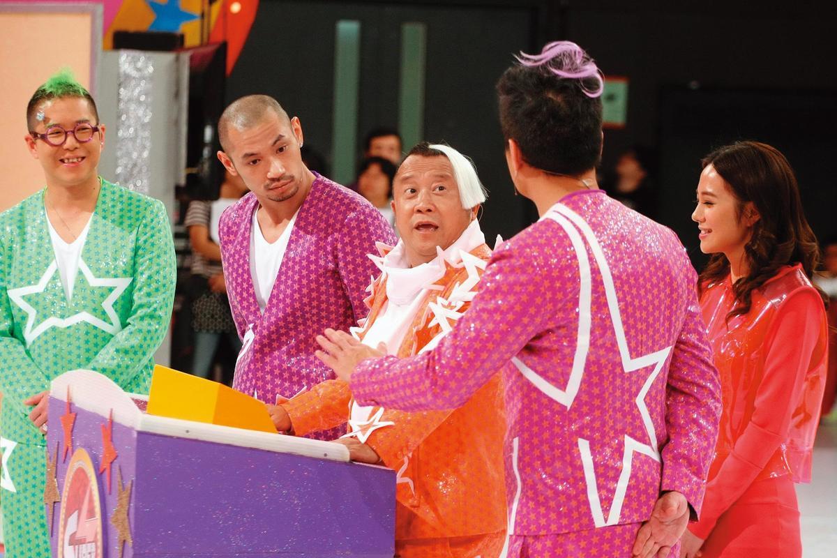 外傳曾志偉(中)被委任為香港TVB副總經理兼行政委員會特別顧問,新節目也找上金剛(左)回巢。(東方IC)