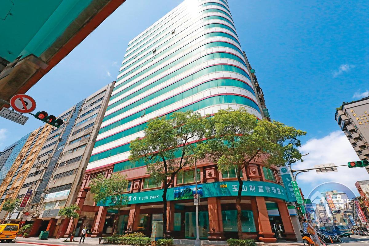 位於台北市復興北路的一處大樓(圖),中小企業聯合輔導基金會出資在裡面承租辦公室,但使用者遭爆是私人公司。