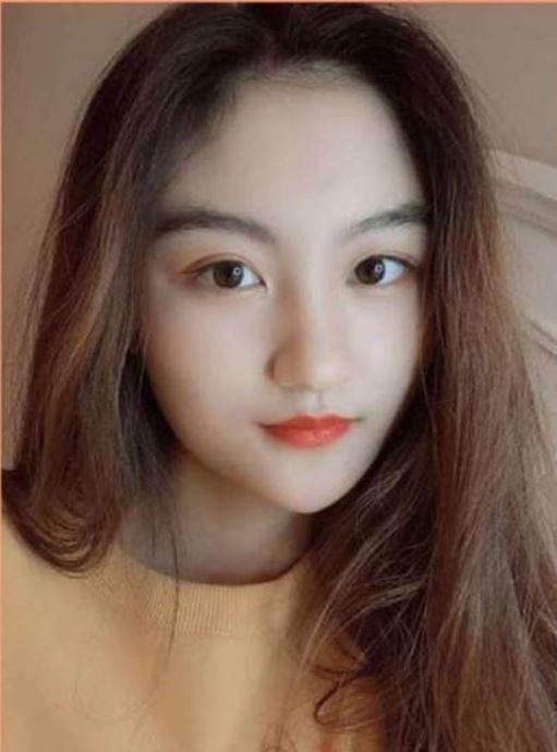 現20歲的陸子藝淡出演藝圈出國留學,五官長成相當甜美的V字臉。(翻攝自微博)