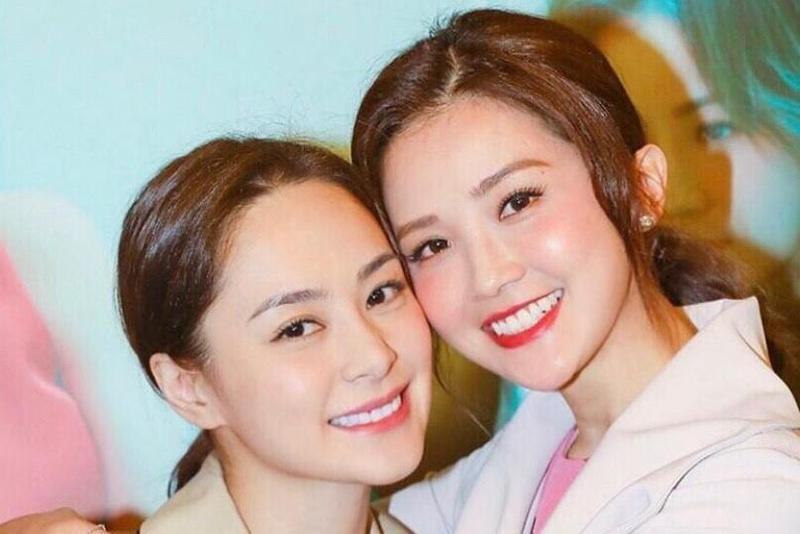 好友「阿Sa」蔡卓妍(右)替阿嬌緩頰,表示阿嬌之前就有賀爾蒙失調的問題。(翻攝自阿嬌IG)