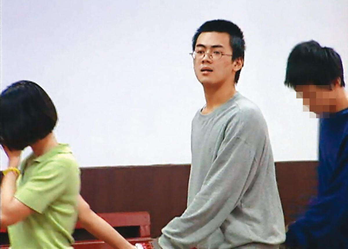 開庭結束還押時,毫無悔意的林清岳(中)怒嗆記者:「你們有無人性?」(東森新聞提供)