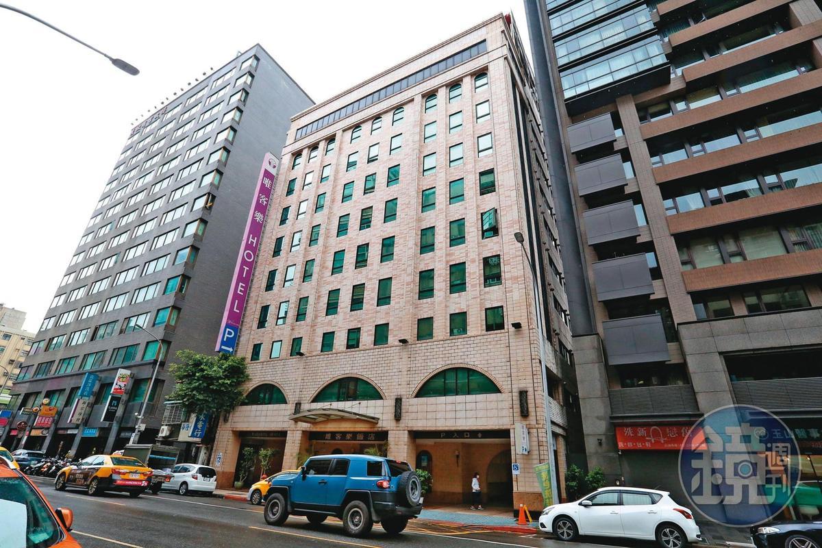 政風人員在二月四日首度跟監劉彥君,發現他在上班時間到北市長春路的首都唯客樂商務飯店,過了一個多小時才出來。