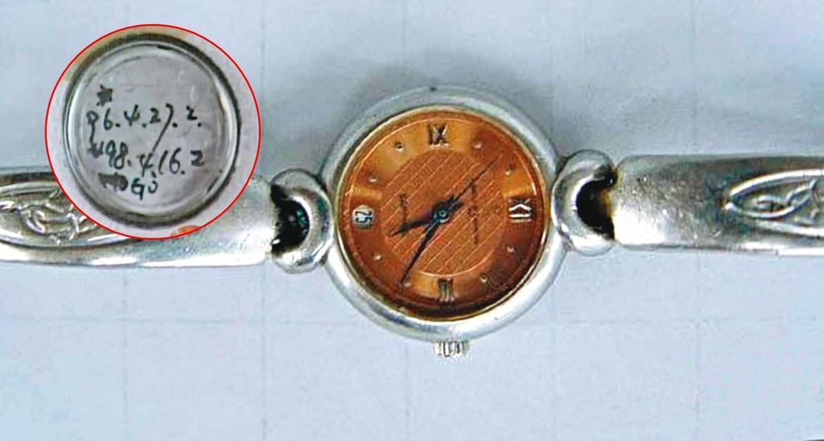 手錶背蓋內寫有維修日期等數字,警方據此查出鐘錶店,最後順利緝凶。(東森新聞提供)