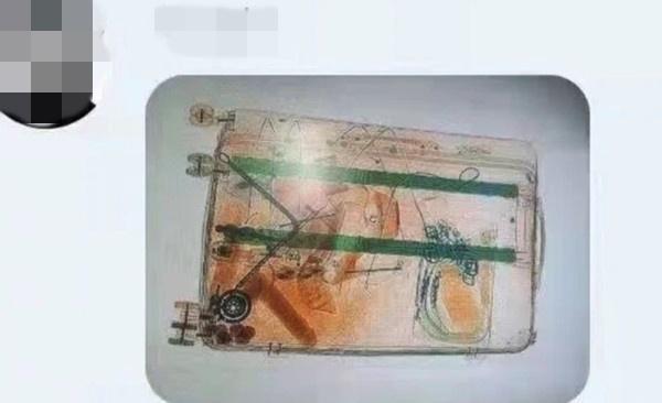 安檢員在網路貼出多張X光機的照片,洩露乘客的隱私。(翻攝自微博)
