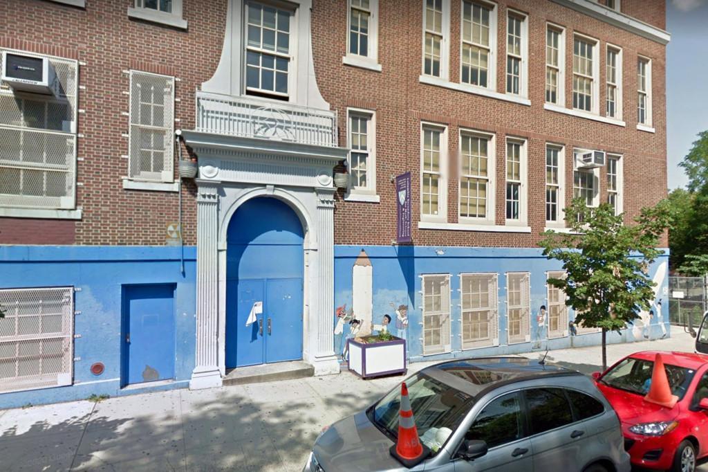 紐約哥倫比亞中學(Columbia Secondary School )發生老師在視訊教學途中做出失序行為,引發家長與校方高度關注。(翻攝自Google Maps)