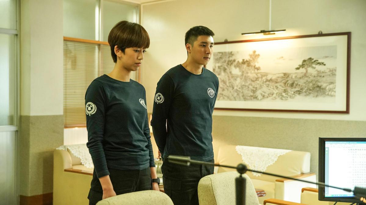 胡釋安(右)因救護車車禍陷入賠償困境。(公共電視、myVideo提供)