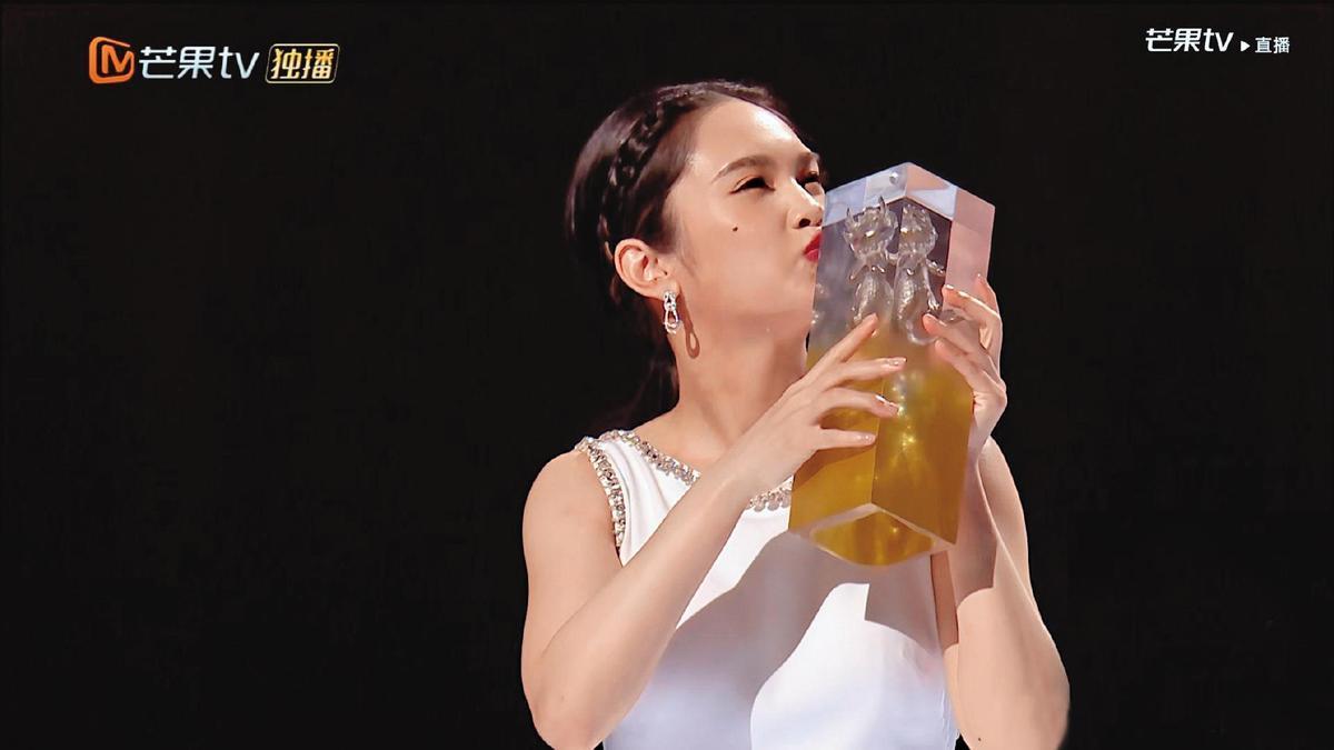 楊丞琳成功踢館《乘風破浪的姐姐2》,最終以第三名佳績組團成功。(翻攝自《乘風破浪的姐姐》微博)