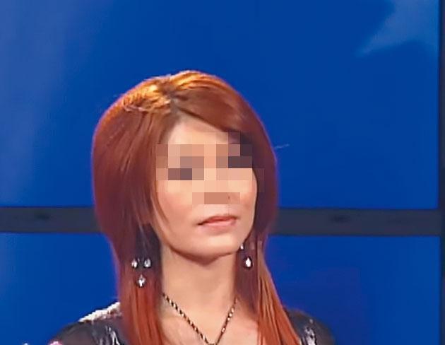 遭殺害的李姓女子是嘉義地方電視台歌唱節目主持人,有美魔女之稱。(翻攝信吉衛星電視台跨年晚會YouTube)
