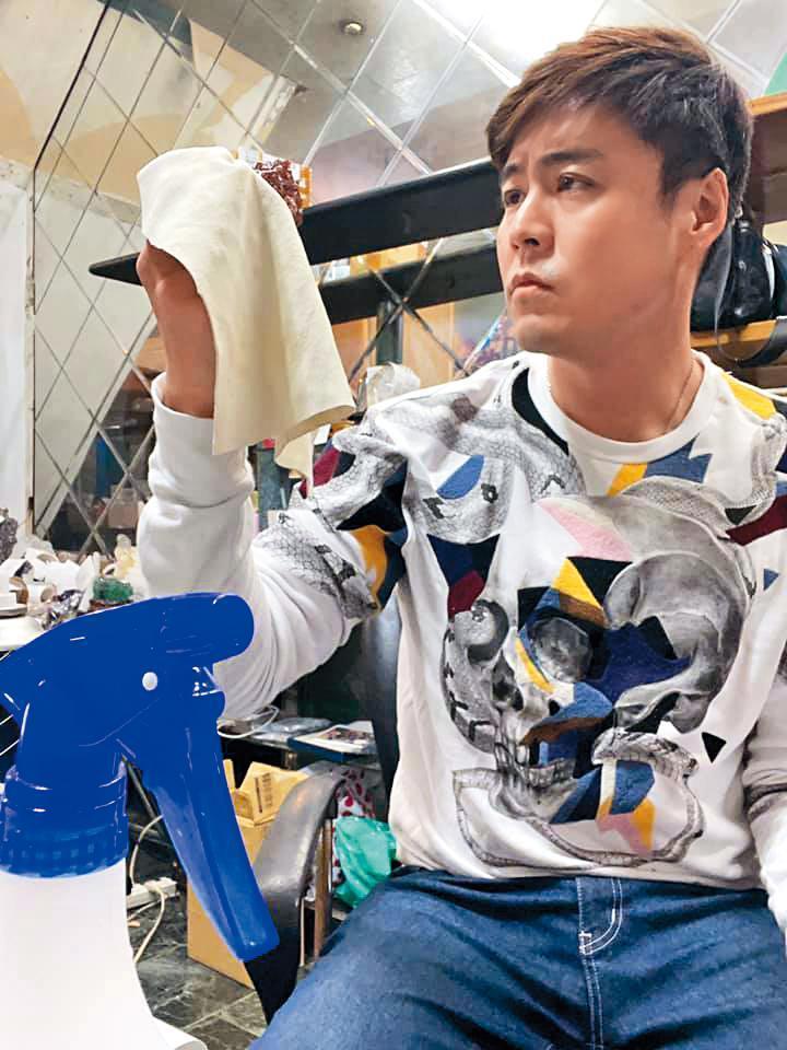 空閒時,劉至翰會在臉書上銷售珠寶。(翻攝自劉至翰 Johnny Liu臉書)