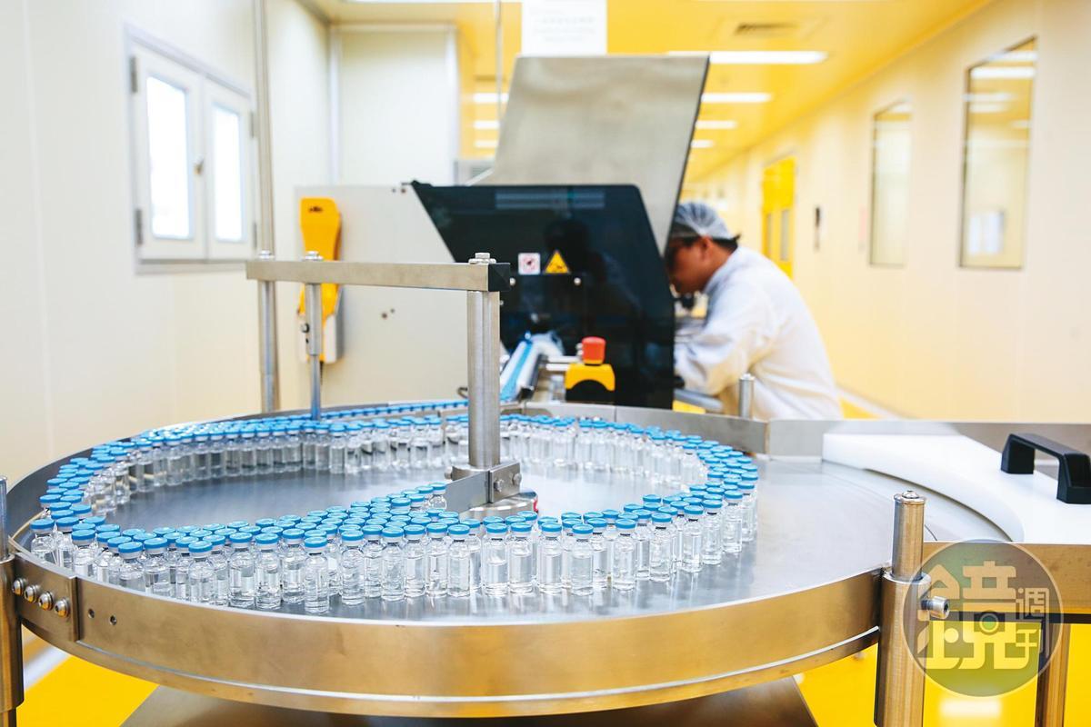 國產疫苗中的高端、聯亞疫苗2期臨床試驗近期將公布解盲成果,確認其效力及安全性。圖為高端疫苗實驗室。