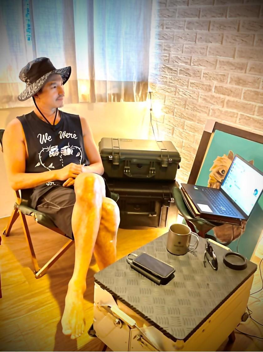 王少偉強調《隔壁老王UncleSam》頻道就是要和大家分享一種舒服自在的生活態度。(建印娛樂)