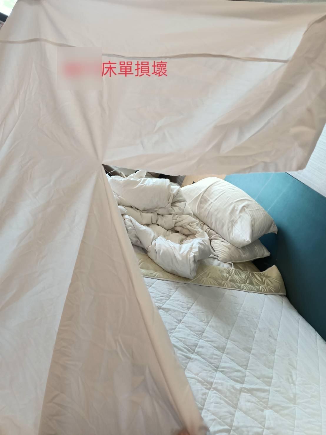 詐騙集團將防疫旅館弄得像垃圾場,還將床單撕毀把成繩子,垂釣到地面偷渡香菸。