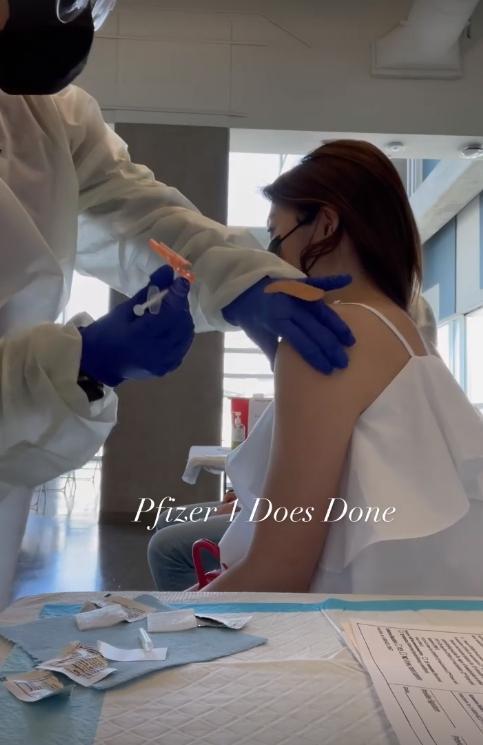 藝人林千又Po出接種疫苗的畫面。(翻攝自林千又IG)