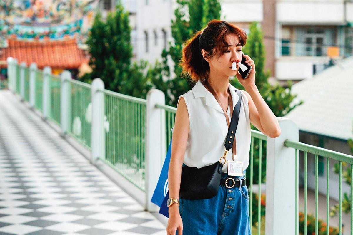 跟《俗女》劇中角色不同,謝盈萱已經十多年沒談戀愛,目前也沒有對象,並稱自己生活快被工作吞噬。(華視、CATCHPLAY提供)