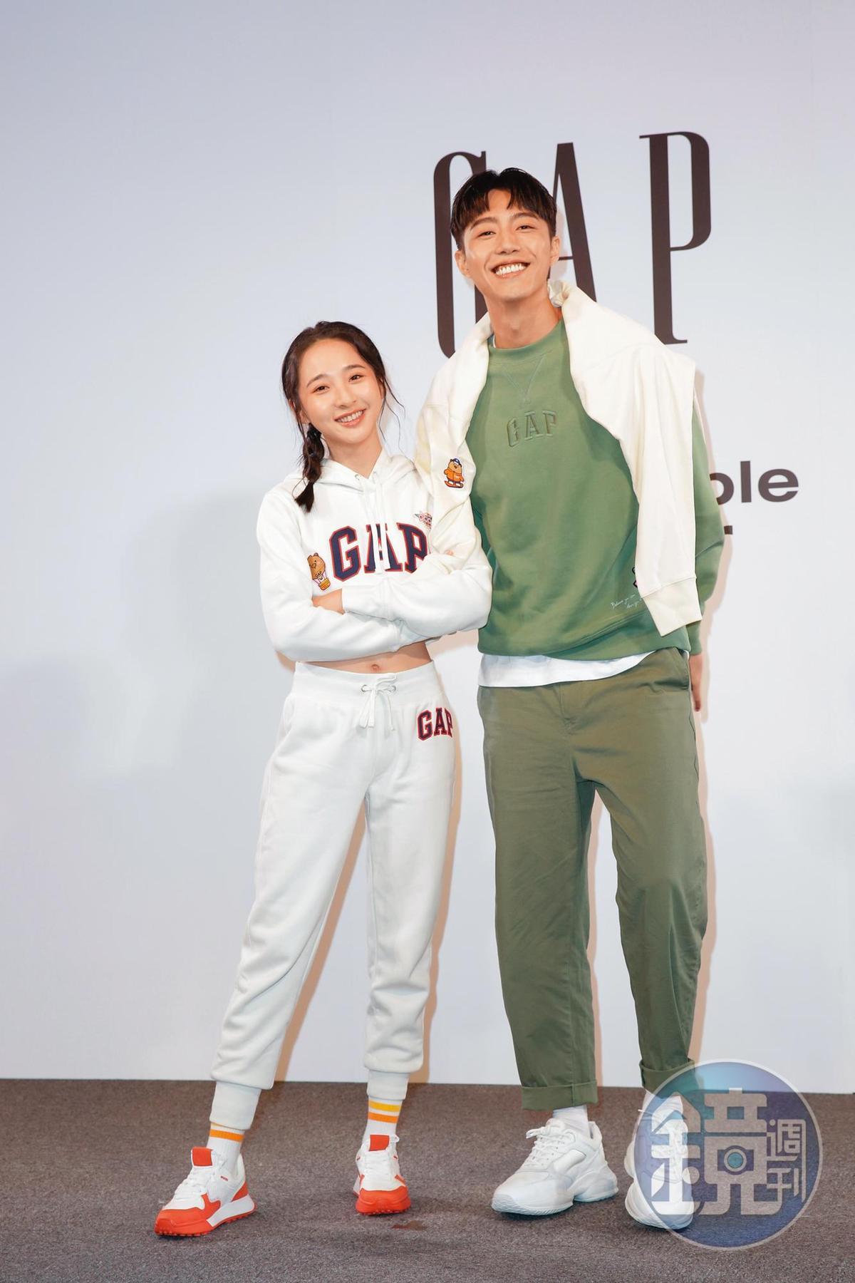 蔡凡熙自曝腿短,可不是說說而已,照片看來腿長竟然跟小隻的李沐差不多。