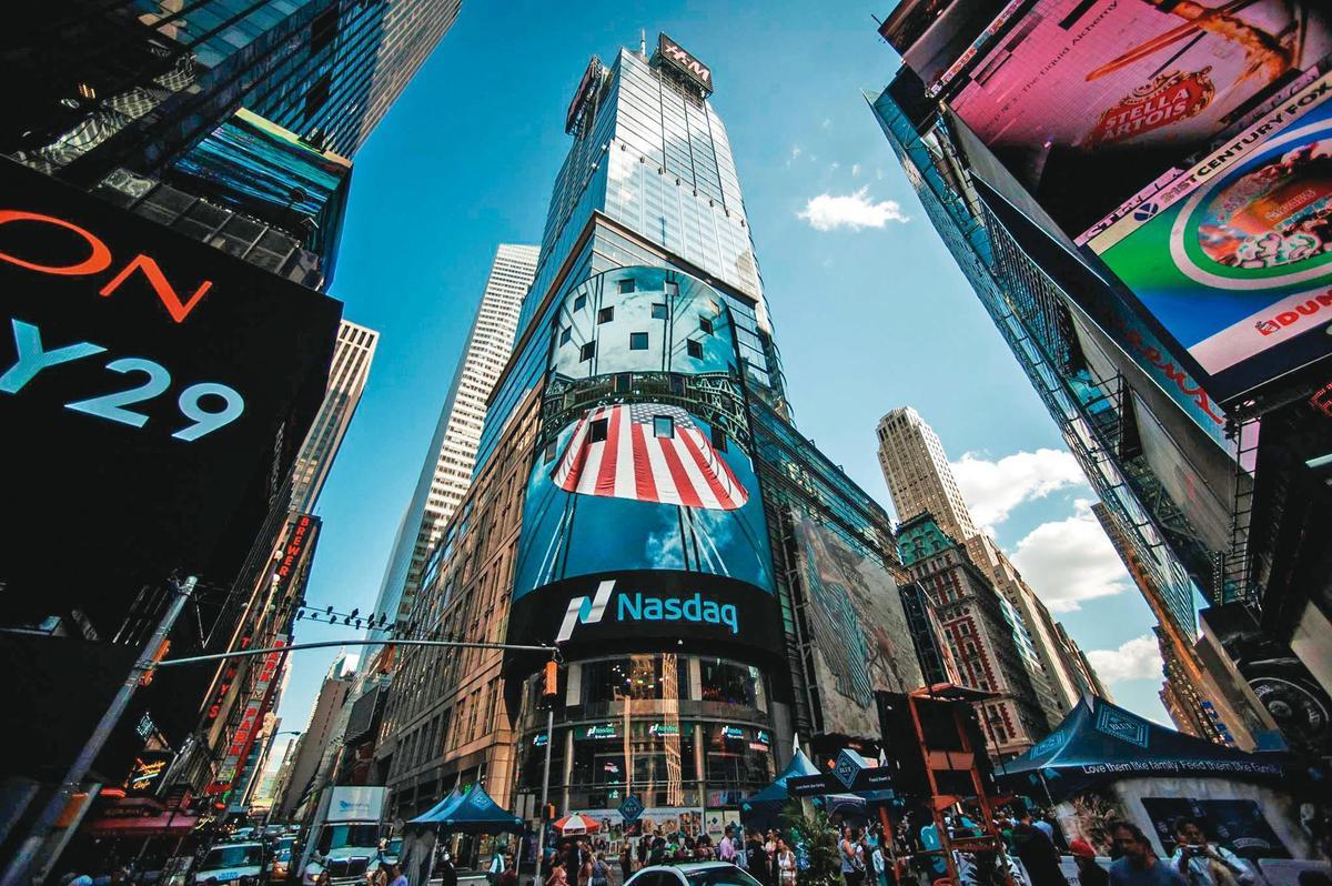 美國那斯達克交易所堪稱全球規模最大的科技產業指標。(翻攝Nasdaq臉書)