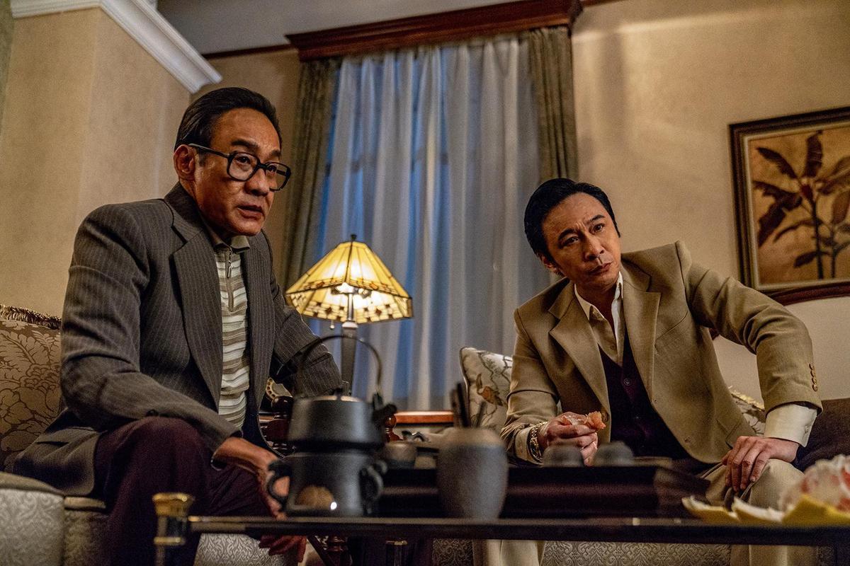 梁家輝與吳鎮宇各自演出影射「跛豪」與「呂樂」的角色,與廉政公署展開邪惡與正義的鬥爭。(華映)