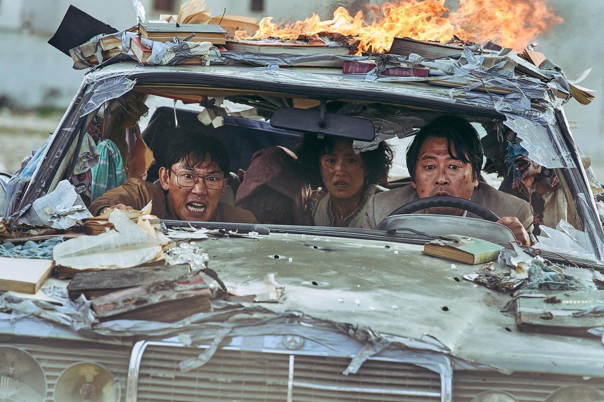 南北韓駐外使館人員拋開對立歧見,共患難逃出已被索馬利亞叛軍佔領的首都摩加迪休。(車庫)