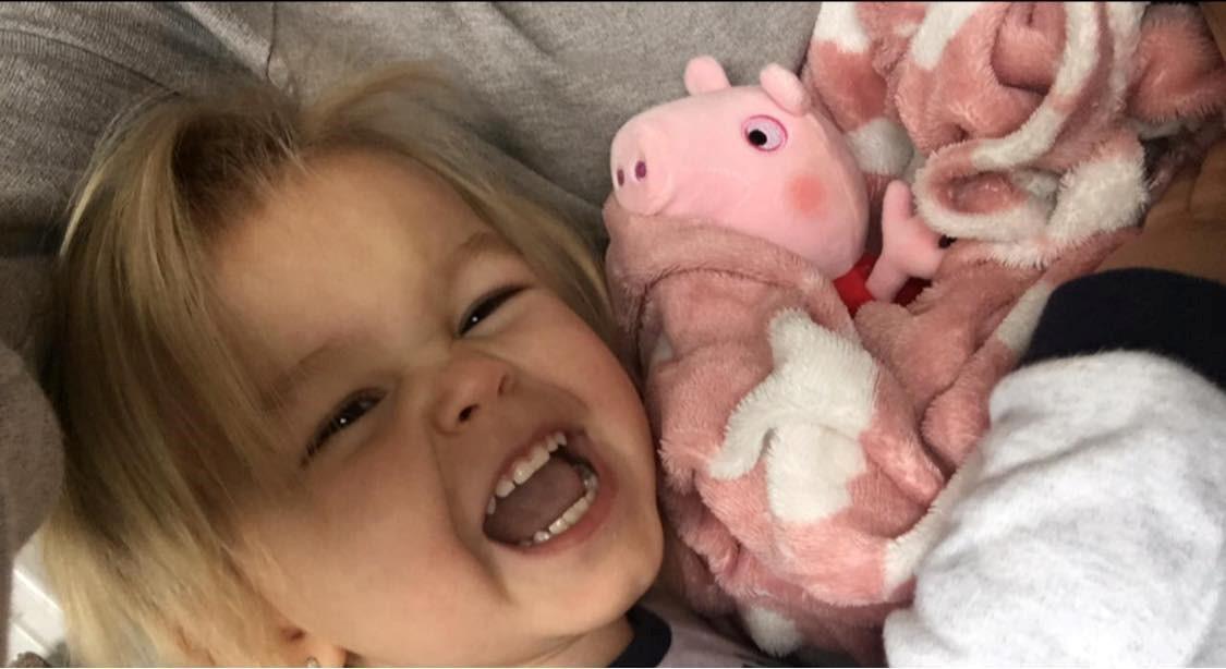 露西娜生前最喜歡佩佩豬。(翻攝Donna Broadley臉書)